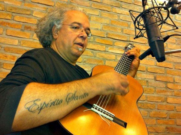 Arismar do Espírito Santo é o próprio instrumento musical