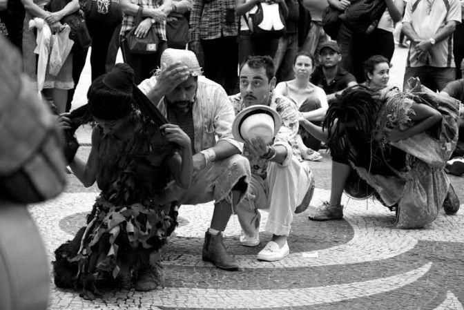 São Vicente revisita o cangaço no teatro de rua 'Relampião'