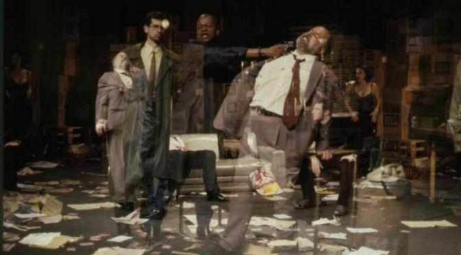 Bastidores do teatro são tema de exposição em Santos