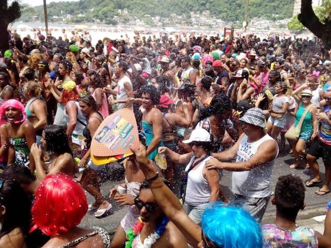 Blocos carnavalescos agitam São Vicente a partir de sexta-feira