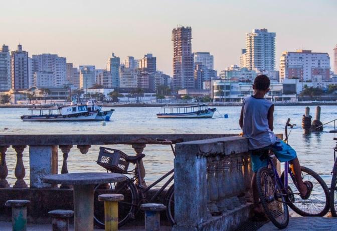 Coletivo registra estilo de vida caiçara em exposição em São Vicente
