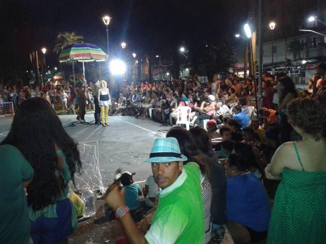 Alunos do Teatro do Kaos encenam em Guarujá de olho em tour
