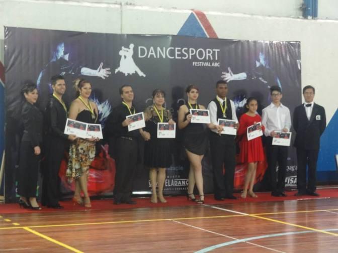 Professores de Santos conquistam títulos em etapa de Dança Esportiva