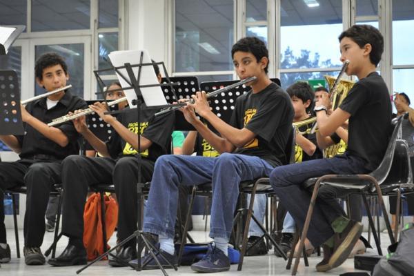 Banda Escola de Cubatão abre inscrições gratuitas de música e balé