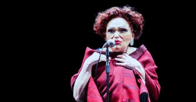 Aos 93 anos, Bibi Ferreira canta Sinatra no Coliseu
