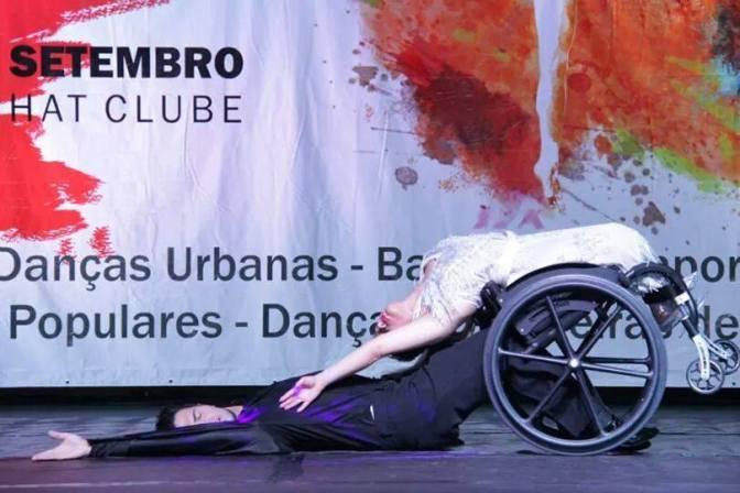 Dança em cadeira de rodas se apresenta no Coliseu