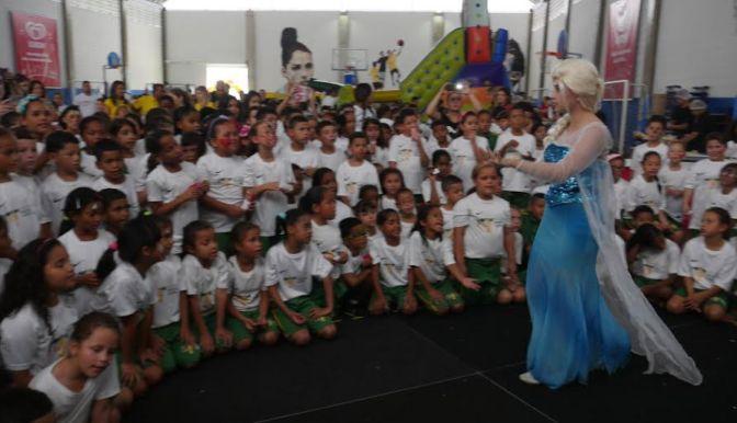 Crianças do Instituto Neymar Jr. terão sessão de cinema na quarta-feira