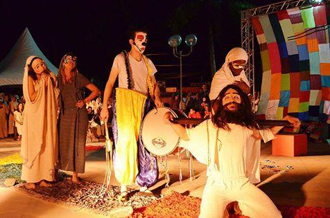 Tradicional teatro 'Rua da Amargura' entra em temporada na Praça Tom Jobim