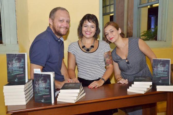 Conheça 'Descobertas', novo livro de autora santista pela hoo editora
