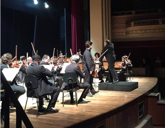 Sinfônica de Santos encerra o mês com concerto no Teatro Coliseu