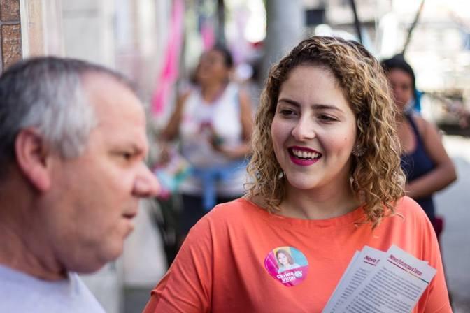 Entrevista: Carina Vitral (PCdoB) aborda sobre políticas culturais de Santos