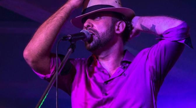 Celebrando 20 anos de carreira, Danilo Nunes faz show em prol às vítimas de furacão no Haiti