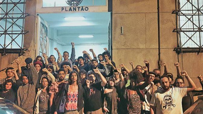 Entenda o contexto: PM faz espetáculo de censura ao teatro na Praça dos Andradas
