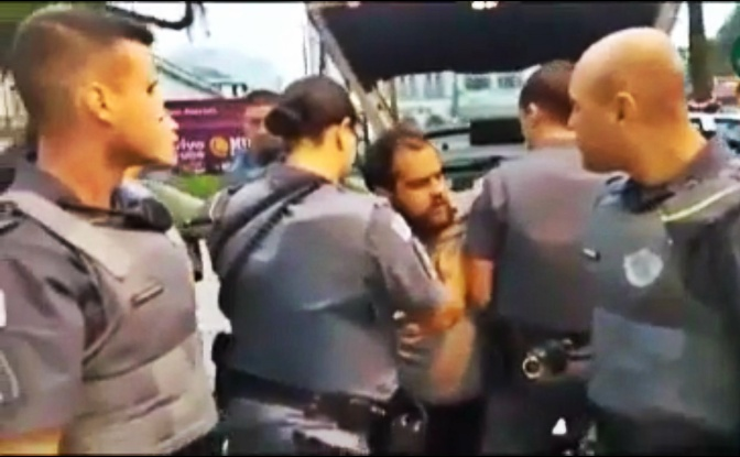 Repercussão: Políticos e jornalistas abordam caso de censura policial ao teatro em Santos