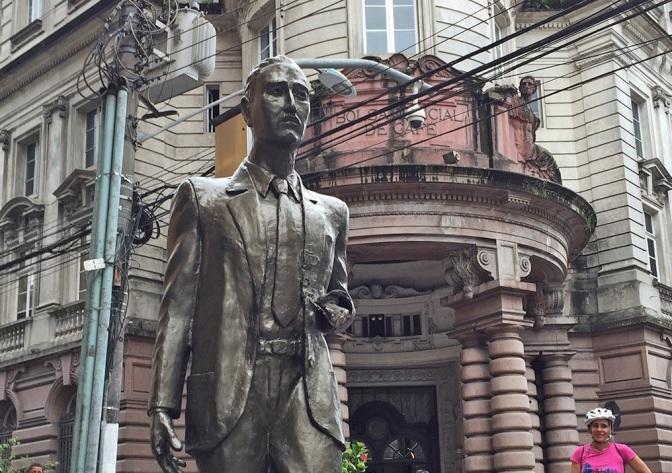 Estátua Corretor de Café recebe serviço de restauro neste mês