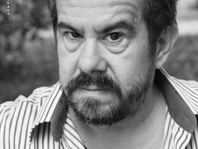 Flávio Viegas Amoreira ministra oficina 'Como se tornar um escritor hoje'