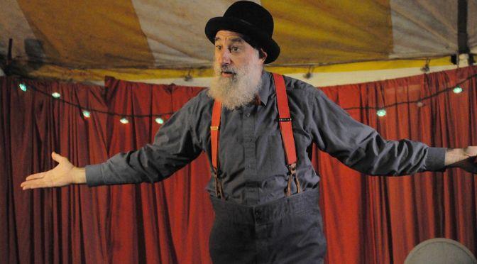 No Sesc Santos, ilusionista americano Avner apresenta 'Exceções à Gravidade'