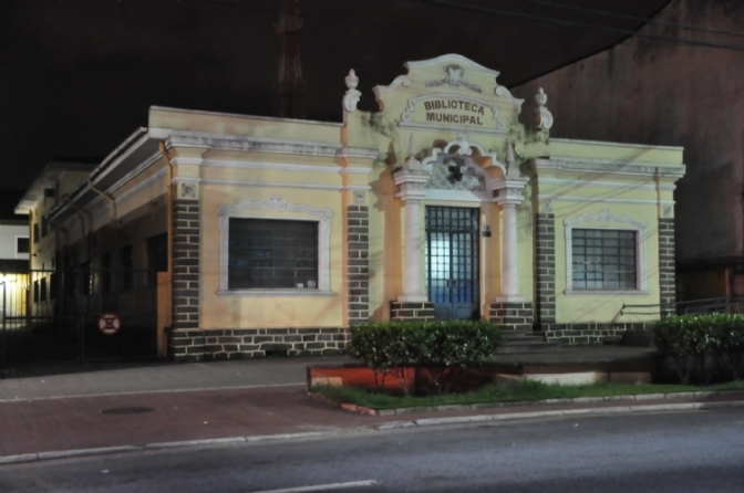 No Curiango, bibliotecas cubatenses são polos de oficinas e bate-papo literário