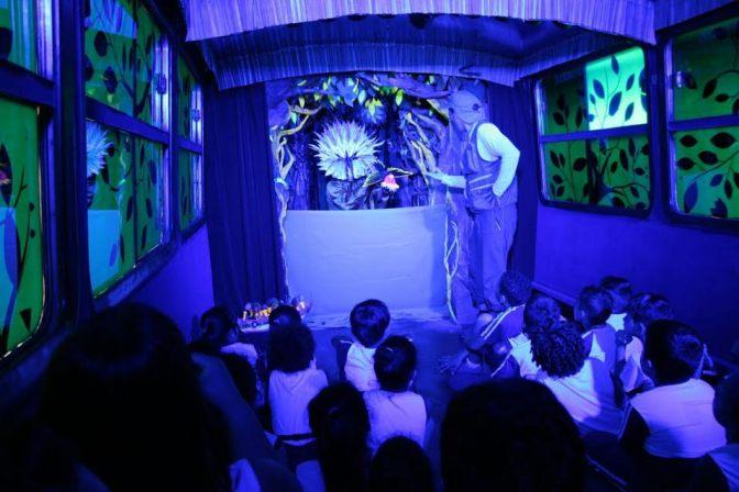 Ônibus-teatro encerra temporada em Santos com apresentações gratuitas