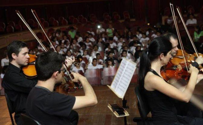 Projeto Dó Ré Mi apresenta o universo da música clássica a estudantes