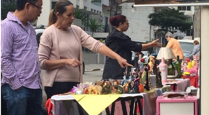 Bazar Cafofo segue aos sábados no Conversa Fiada Bar