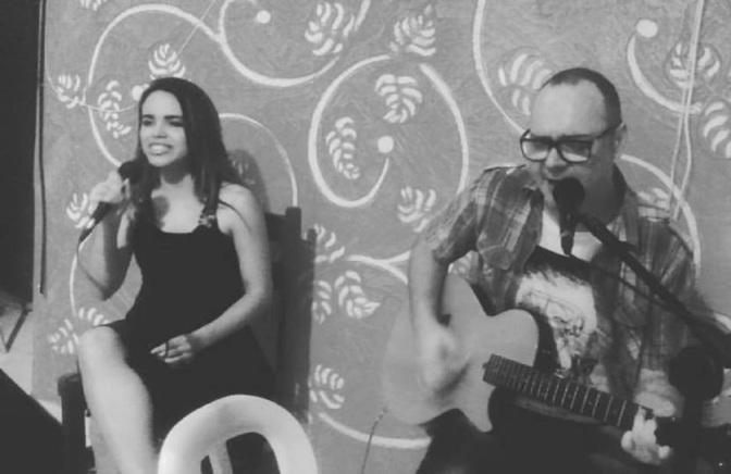 Amanda Moraes e Guto Borelli embalam canções em Mongaguá