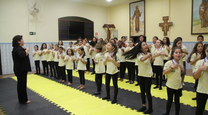 Coral Porto dos Anjos se apresenta no Teatro Coliseu