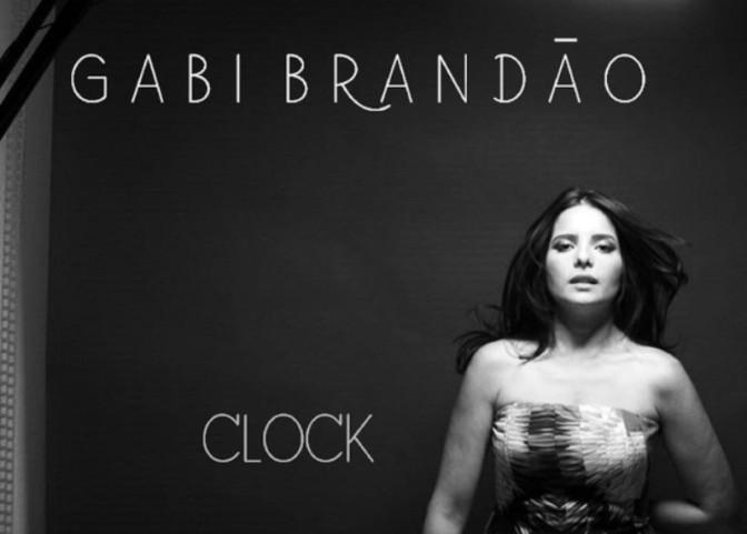Gabi Brandão mescla estilos e dispensa rótulos em 'Clock'
