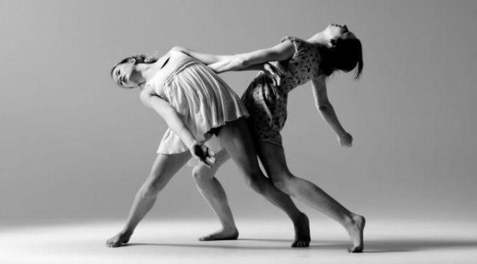 Workshop gratuito de dança contemporânea ocorre no Jardim Casqueiro