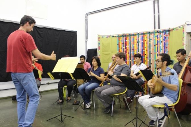 Grupo Rinascita leva música antiga até a Biblioteca Central