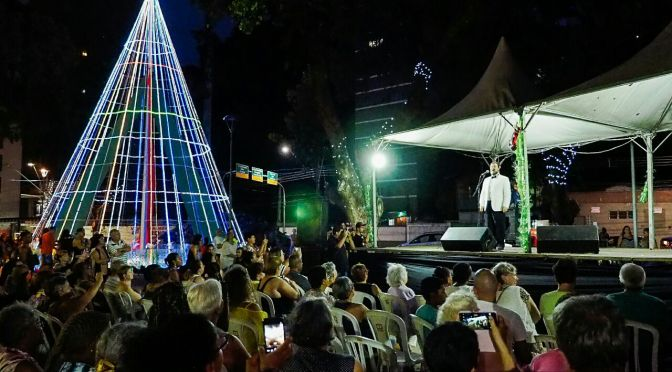 Tenor Ezio Bonini encerra eventos de Natal de São Vicente