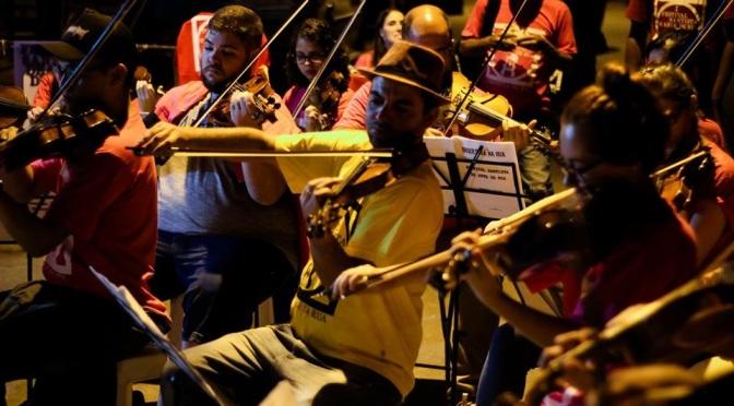 Em seu 6º aniversário, Orquestra na Rua celebra o Natal