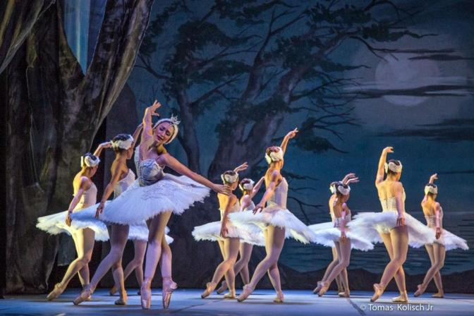 4º Fórum de Ballet e Dança apresenta 'O Lago dos Cisnes' em Santos
