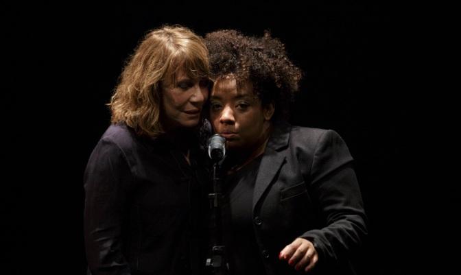 Com Renata Sorrah no elenco, espetáculo 'Preto' retorna a Santos