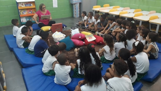 Em SV, contação de história incentiva aprendizado na Escola Saulo Tarso Marques