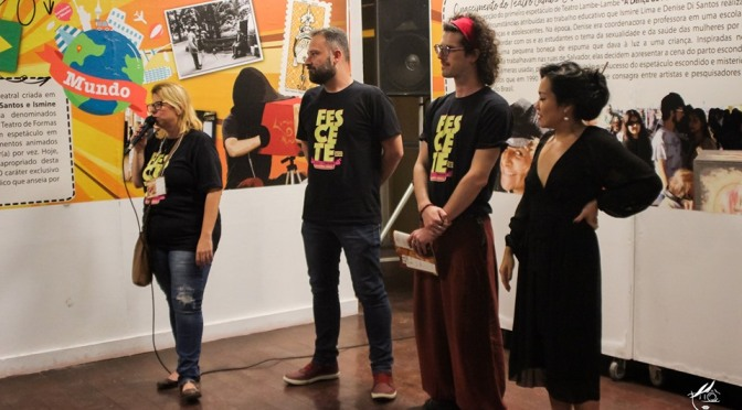 Sob a curadoria da Cia PlastikOnírica, Fescete abre mostra de teatro lambe-lambe