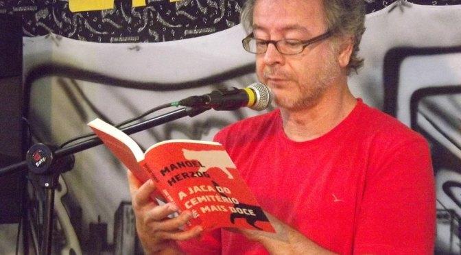 Manoel Herzog faz sessão de autógrafos da obra 'Boa Noite, Amazona'